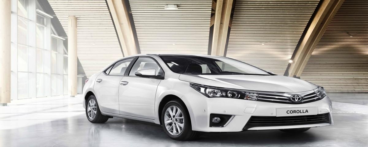 White-Colour-Toyota-Corolla